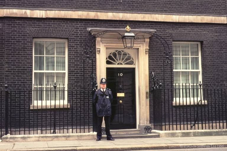 Eye2eye software explore britain by armchair travel with for Front door 10 downing street
